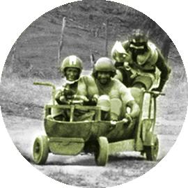 Sanka et ses coéquipiers sur un bobsleigh à roue - offre mobilités douces Rockett Week